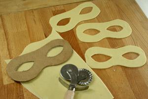 dolci fritti: mascherine di carnevale